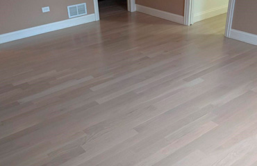 370x240_WhiteOak_GrayFloor
